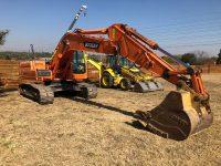 EAC372 Excavator 1