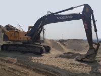 EAC374 Excavator 1